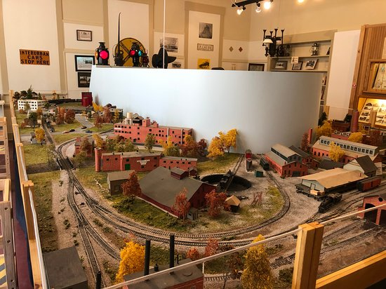 Fulton County Historical Society and Museum: Fulton County Museum -  model train set on second floor