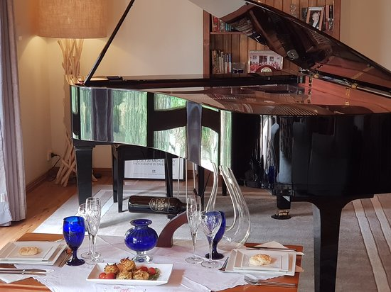 Ocean Blue B&B: We blend great music and good food - see 'Piano@OceanBlue' for details