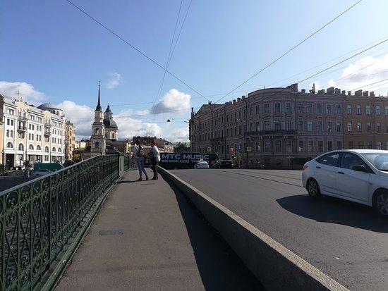 Мост Белинского через реку Фонтанка, август.