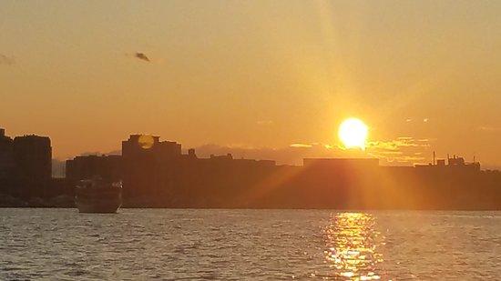 Boston Green Cruises: Boston harbor at sunset