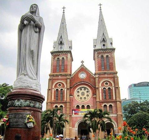 Saigon Notre Dame Cathedral: 圣母大教堂