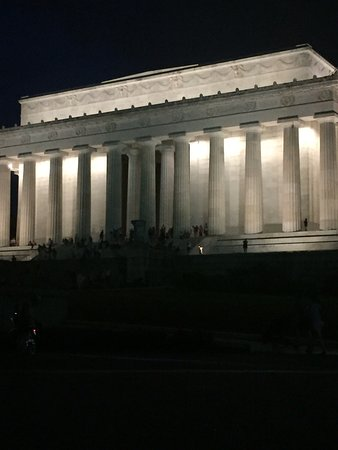 Monuments Tour at Night