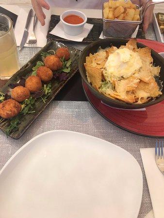 Croquetas, nachos y patatas bravas!