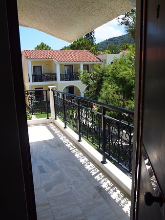 Iliessa Beach Hotel: The view from the front door of room 7