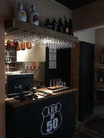 Ambiente repaginado e reaberto ao público. Nova decoração, nova loja de produtos, enxoval e artesanatos feitos localmente e com materiais reciclados. Novo menu (agora tem até pretzel, o original!!!).
