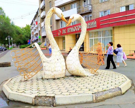 Abakan, Rusia: Лебеди как символ верности