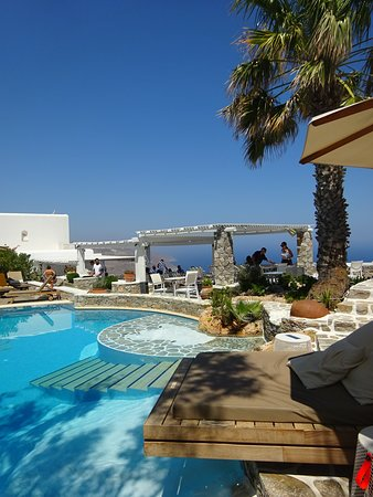 Piscine hôtel Anemomilos