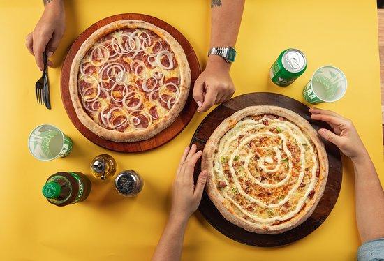 Duas pizzas médias de Calabresa com queijo e Bacon com Philadelphia