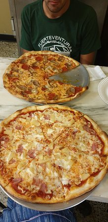 Mikes Pizza: pizza