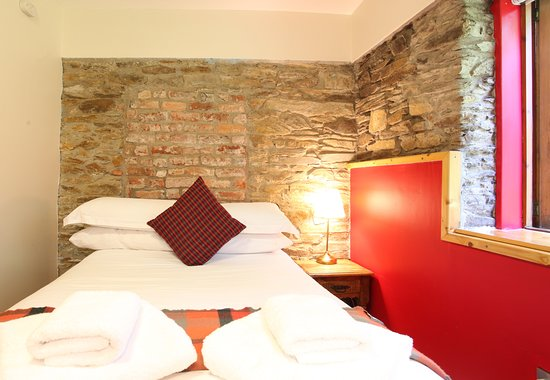 Moville Boutique Hostel: The Red Room 'Comfort Triple Room'