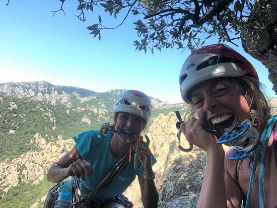 Escalade grande voie en terrain d'aventure