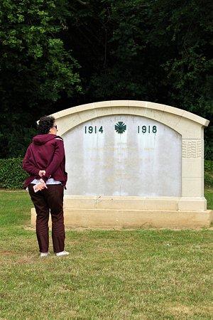 Nécropole nationale de Dompierre: memorial en el interior del cementerio