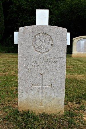 Nécropole nationale de Dompierre: tumba soldado britanico