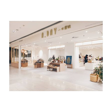 The first artisan department store in Malaysia. A place where we gather all good vibes from artisans, designers and makers. a day when we all live in simplicity and comfort from inner to outer.