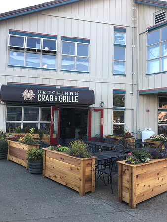 Ketchikan Crab & Grille: Waterfront patio
