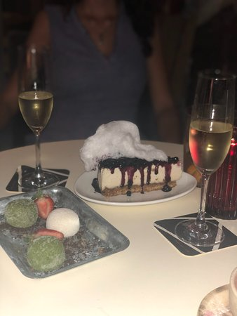 New York (no)cheesecake: tarta vegana muy original. Mochis de té matcha y coco (normalmente viene uno de chocolate negro pero pedí por favor cambiarlo por otro de matcha)