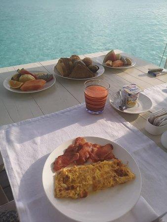 colazione in camera vista mare