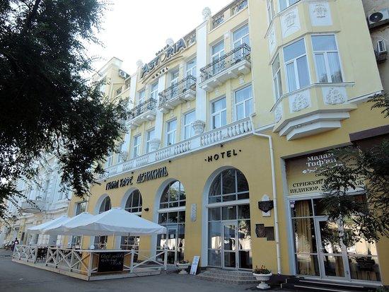 Ресторан Деникин на первом этаже гостиницы Гранд Астория