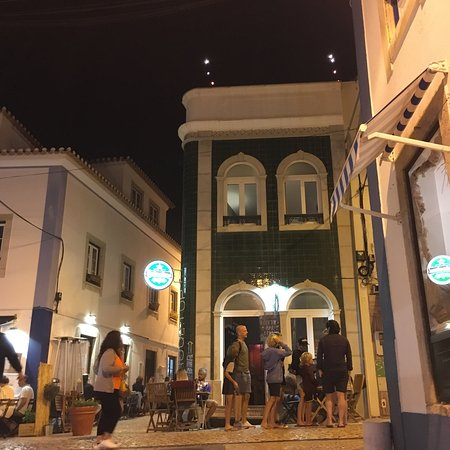 Prédio is a three floor wine/tapas bar. With the bar on the ground floor, the dining room on the first and the only rooftop in the center of Ericeira on the second floor.