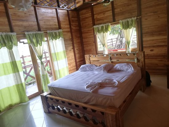 Choco Department, Colombia: Hospedaje romántico con todo el confort y la comodidad que necesitas. Disfruta de un alojamiento en cama King, acabados de lujo y vista tanto al mar como a la playa. Vivirás un descanso especial en medio de fauna y flora   Romantic accommodation with all the comfort and convenience you need. Enjoy accommodation in a king size bed, luxury finishes and views of both the sea and the beach. You will live a special rest in the midst of fauna and flora