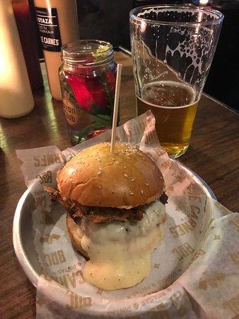 Hambúrger rústico / artesanal do Bar de Carnes, Pintas & Beer...TOP