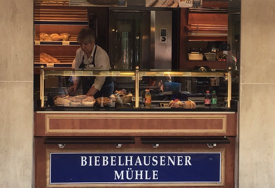 Biebelhausener Muhle: Fantastic service and this place is central after Porta Nigra and  walk up a bit towards the cathedral and it's on the left.