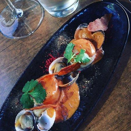 Rijkevoort, Nederland: seafood smothered with shrimp bisque