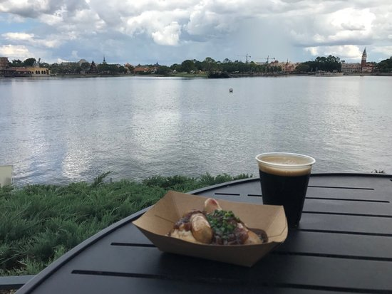 Epcot World Showcase: Irish sausages, Guinness beer and World Showcase Lagoon