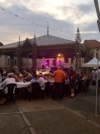 Bourg-de-Visa, Frankrike: Great night market  Last one Tuesday 27 August 2019