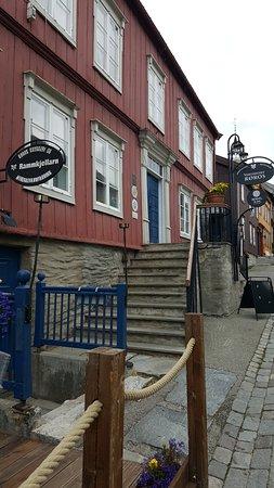 Roros Tourist Information: street scene