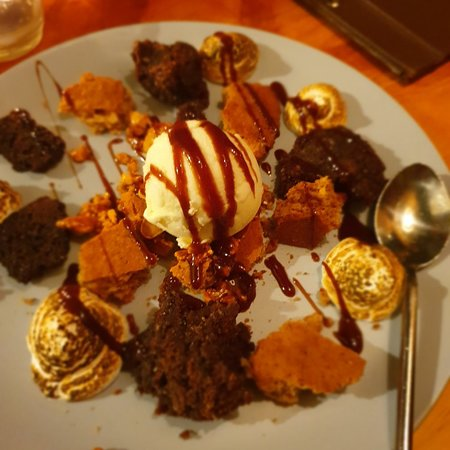 Milch Cafe Bar: Desserts at milch