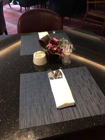 クラブラウンジのテーブルセット。
