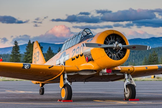 Camarillo, Kalifornia: North American SNJ-5 Texan