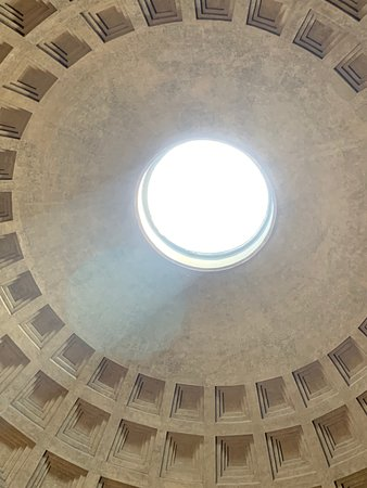 hole in ceiling at Pantheon