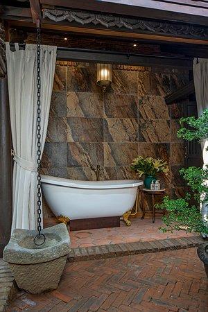 Bathtub outside at Kim Phung Villa