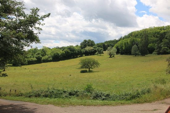 Rosey, c'est un joli village à proximité de Saint-Désert, il y a de jolies randonnées à faire