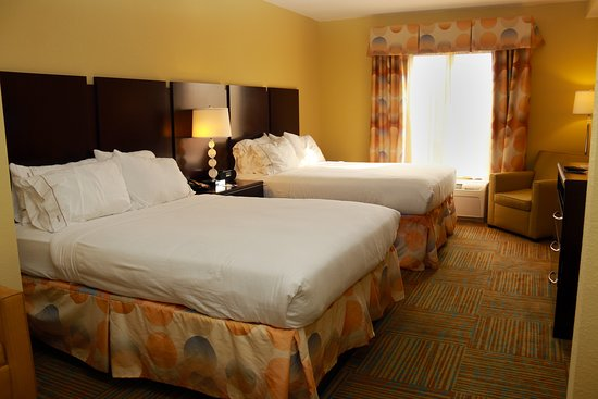 Holiday Inn Express Hotel & Suites Perry: Guest room
