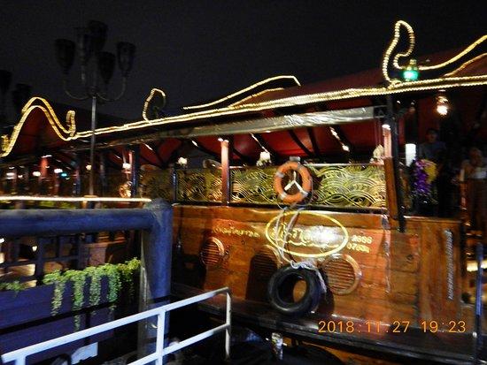 بانكوك, تايلاند: アナンタラリバーサイドホテルが運営するマノーラ号 これに乗船します!!