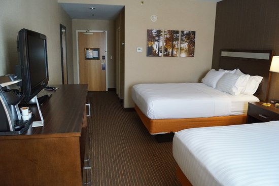 Holiday Inn Express Hotel & Suites Watertown-Thousand Islands: Guest room
