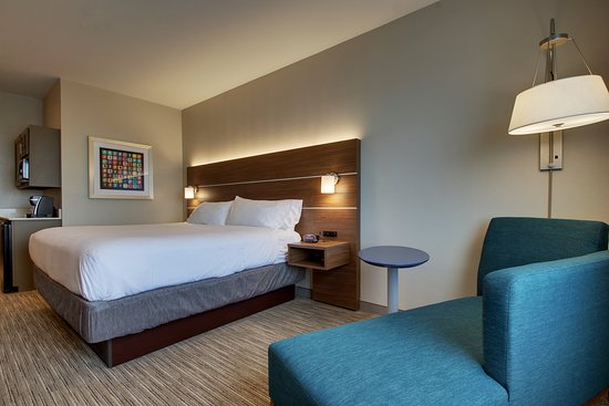 Holiday Inn Express Hotel & Suites Vernon College Area (Hwy 287): Guest room