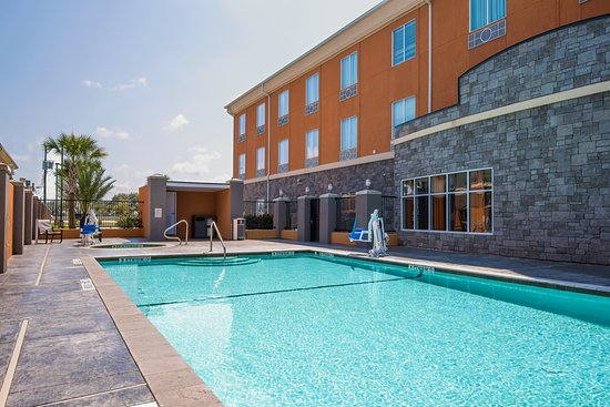 Holiday Inn Express Hotel & Suites Clute Southwest: Pool