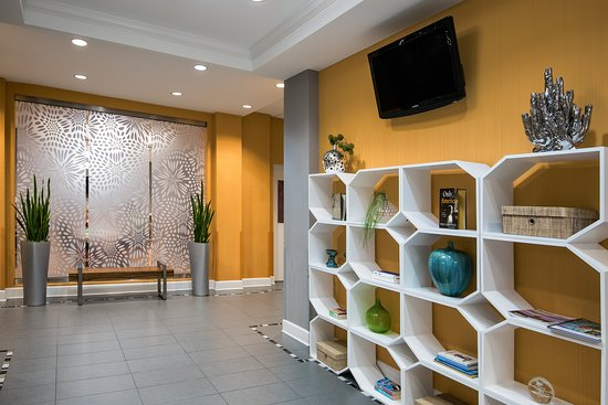 Holiday Inn Express Hotel & Suites Clute Southwest: Lobby