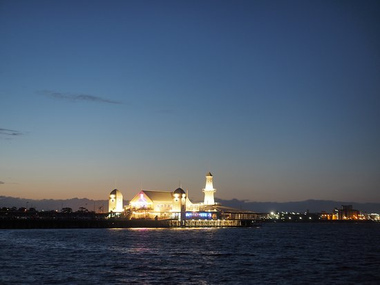 Steampacket Gardens: evening view of the pier