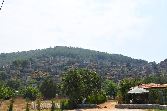 Kayakoy, Turkiet: View from the road as you walk past the village