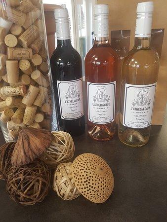 Les bouteilles de vins de l'Athélia