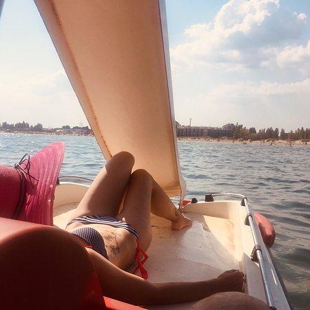 Прекрасное место, замечательные хозяева; До пляжа 3 минуты)пляжи широкие ; морько чудесное 🙃🔆