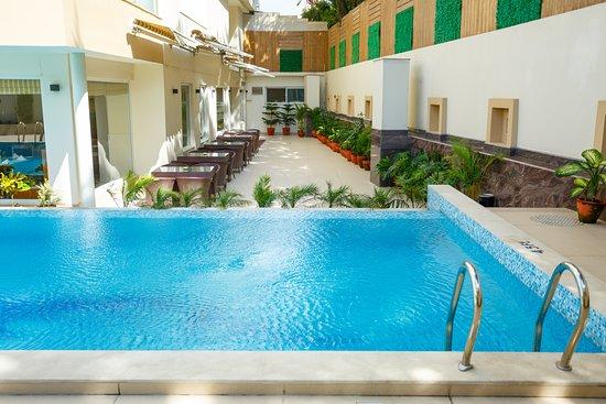 Hotel Crowne Imperial: Swimming Pool