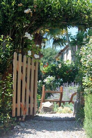 Belveze-du-Razes, France : the gardens