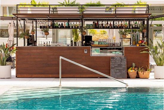 تريب بالما بوسكي هوتل: Pool bar