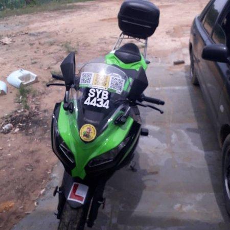 Kawasaki Ninja 250cc with rack and detachable storage.